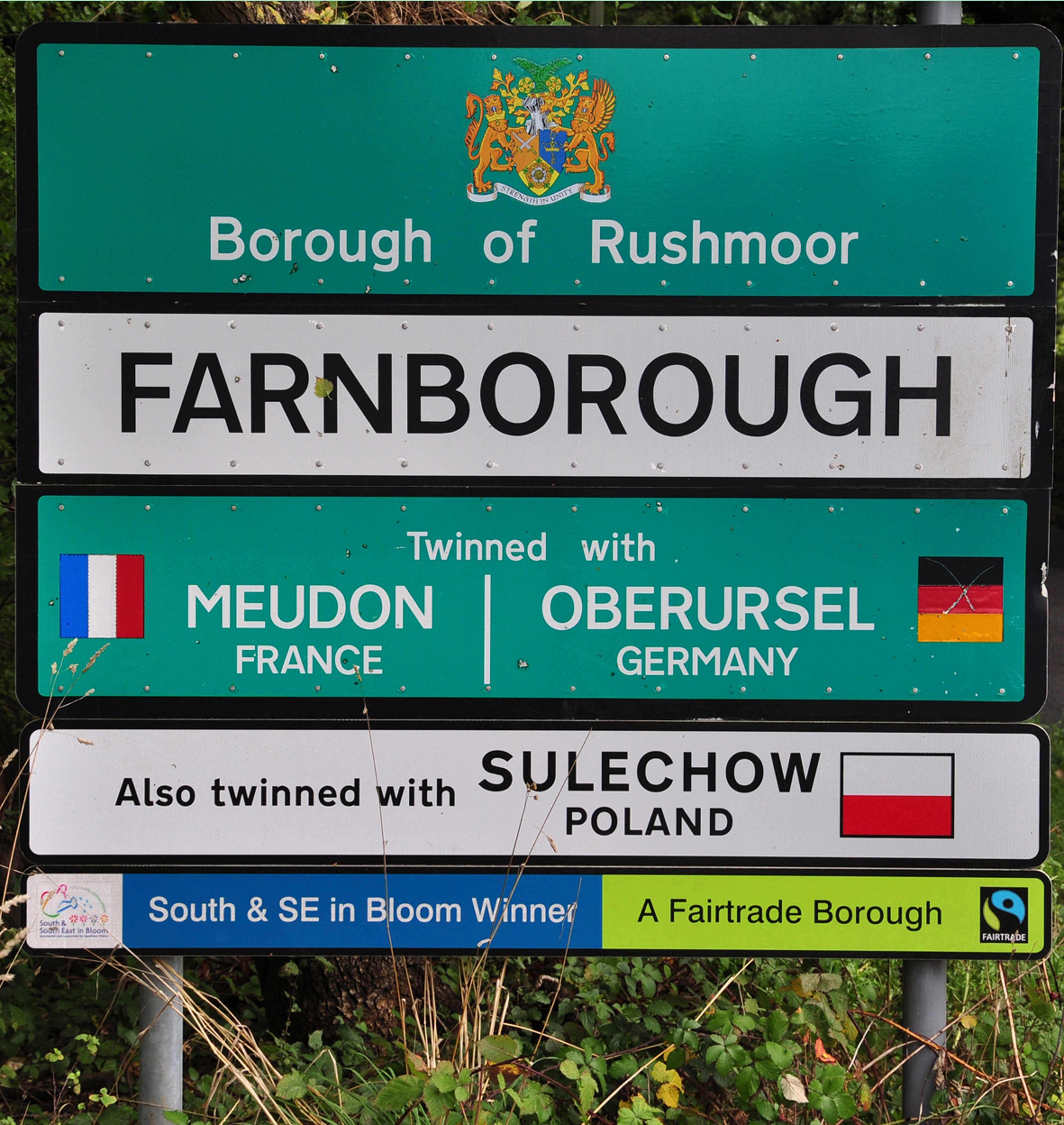 Farnborough Ortsschild 2 40x42.jpg